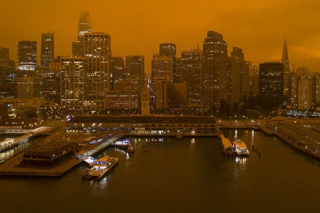 A photo of smoke over San Francisco from the 2020 California wildfires.
