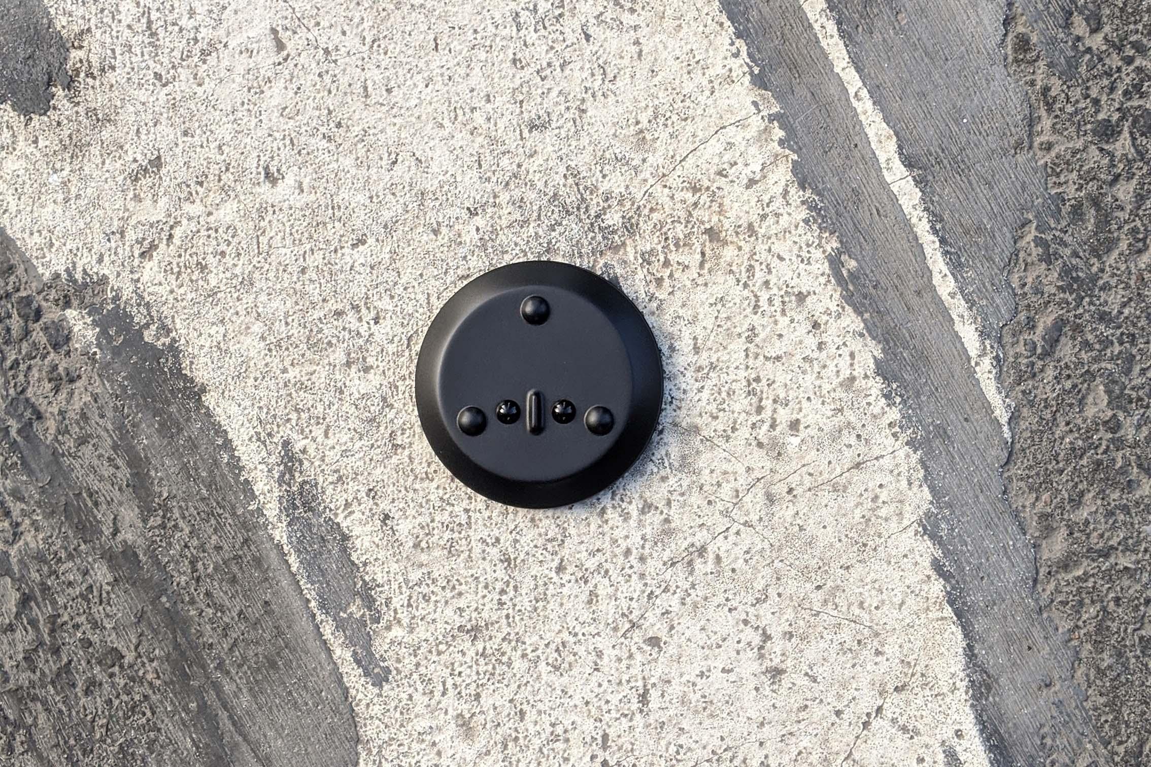 A pebble sensor on the ground