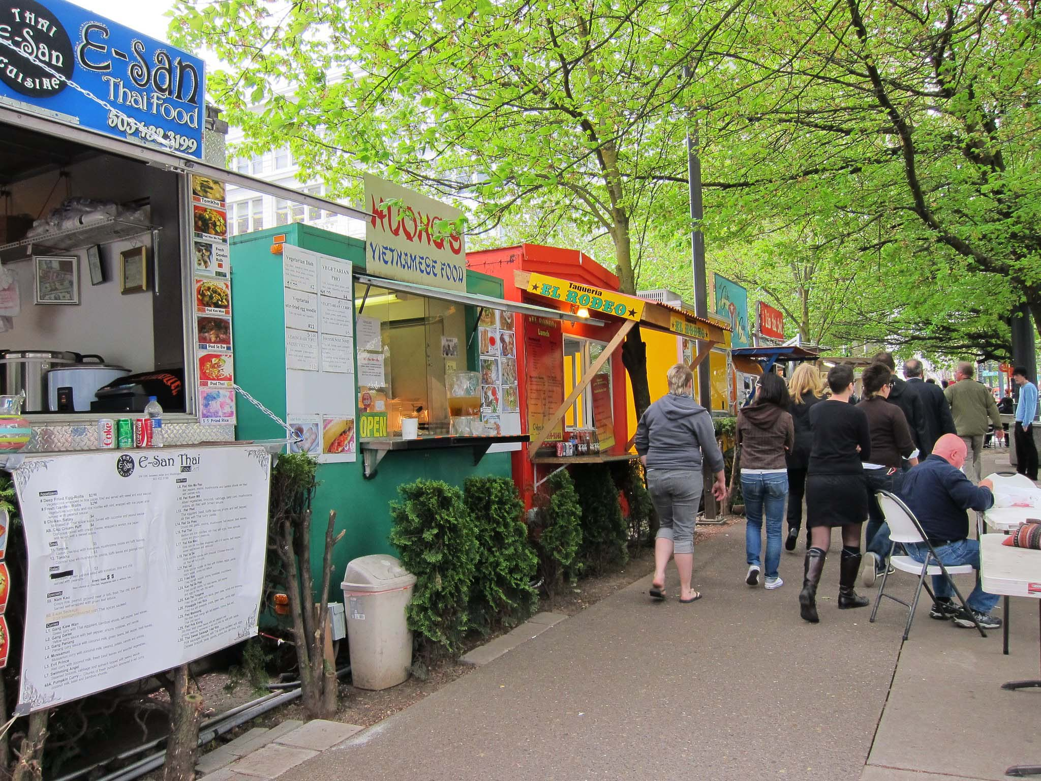 Food trucks line a sidewalk in Portland, Oregon.