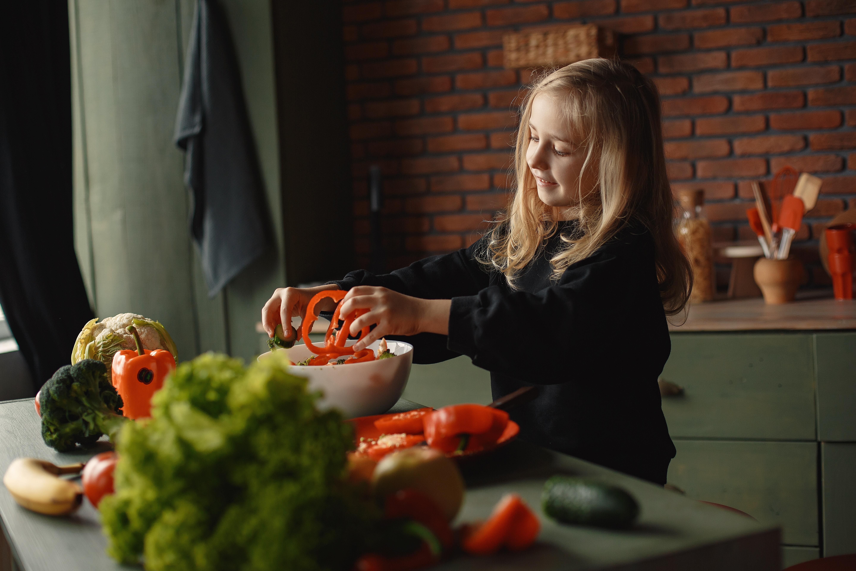 Giúp trẻ làm quen với các nguyên liệu tốt cho sức khỏe