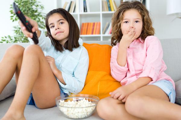 Ăn vặt ngoài giờ không tốt cho sức khỏe