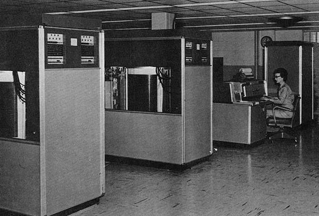 Bộ lưu trữ thương mại đầu tiên RAMAC