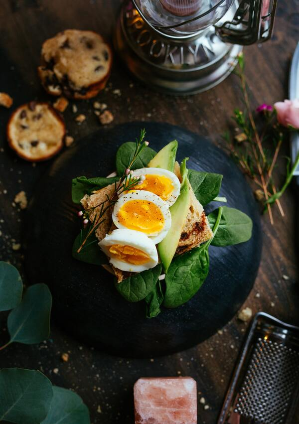 Hãy bắt đầu ngày mới với bánh mì, bơ và trứng