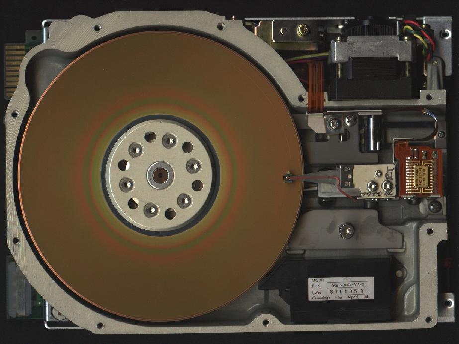 Ổ đĩa cứng tích hợp PC đầu tiên xuất hiện trên thị trường