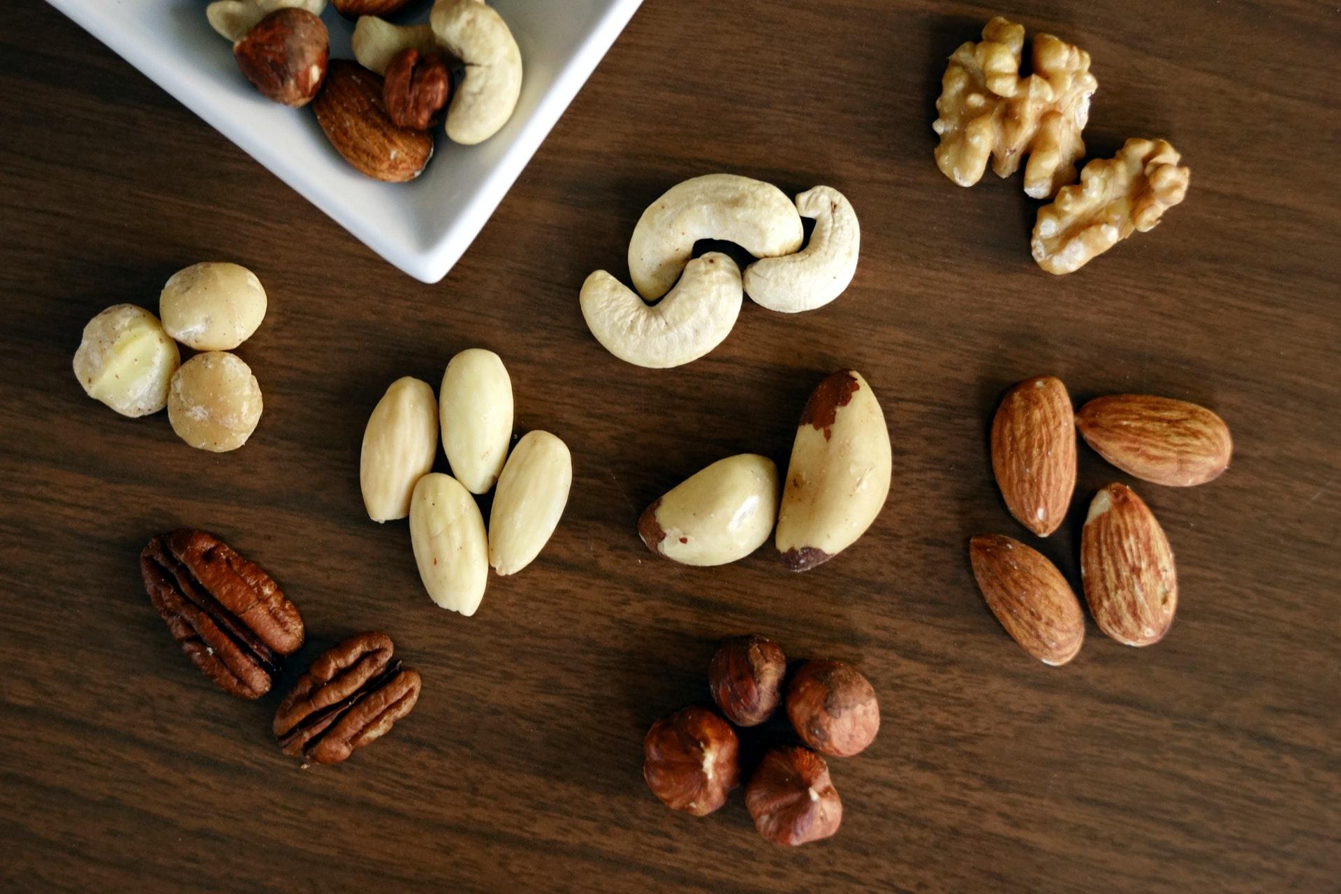 Hạt chứa rất nhiều chất béo không bão hòa tốt cho tim mạch