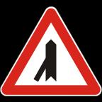 1104 - Križišče s priključkom neprednostne ceste na prednostno pod ostrim kotom