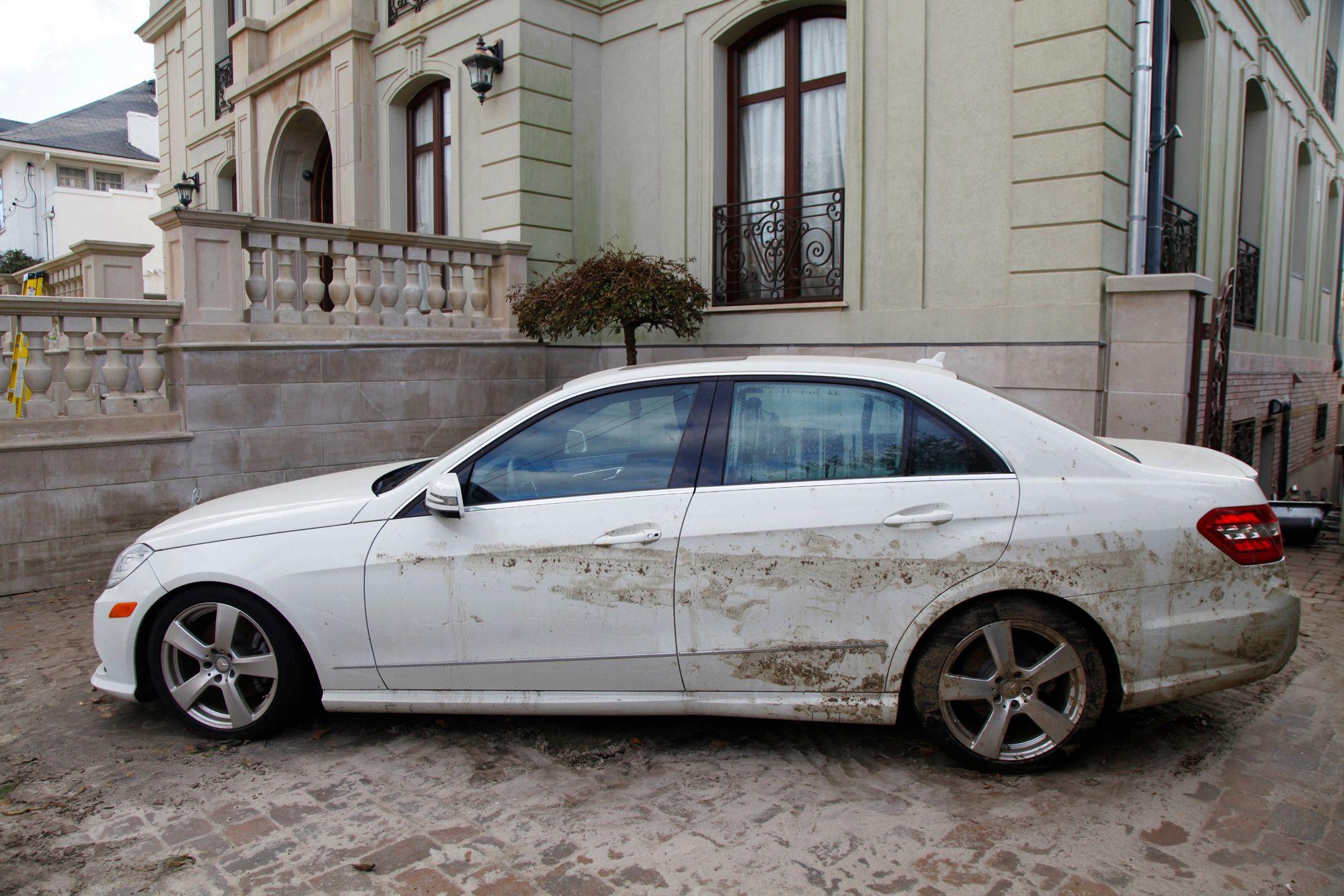 Previene ser estafado al querer comprar un carro que estuvo inundado