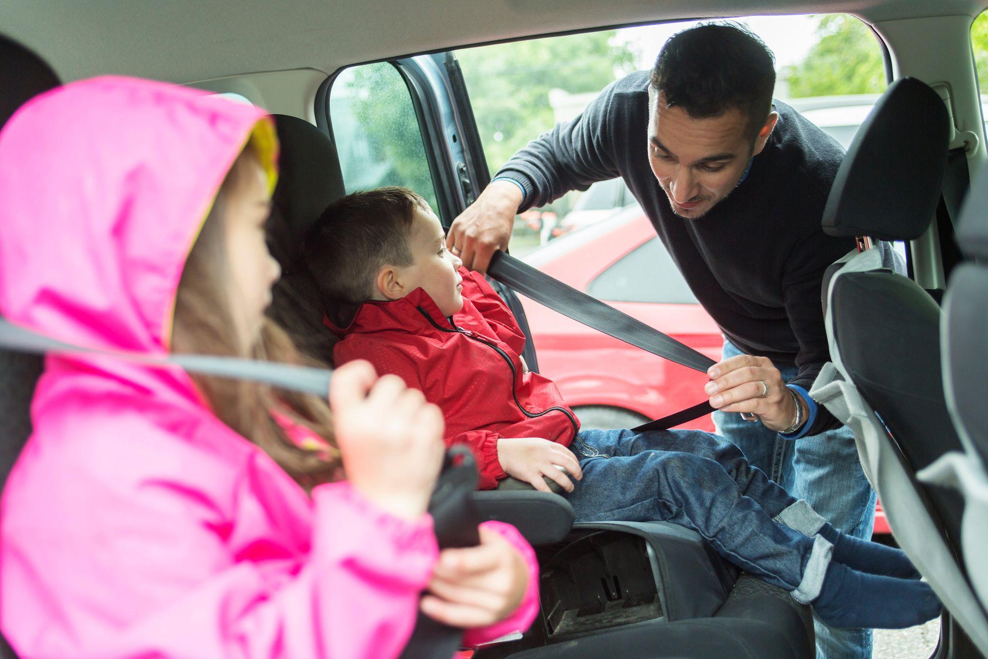 Asientos de seguridad para niños que viajan en auto