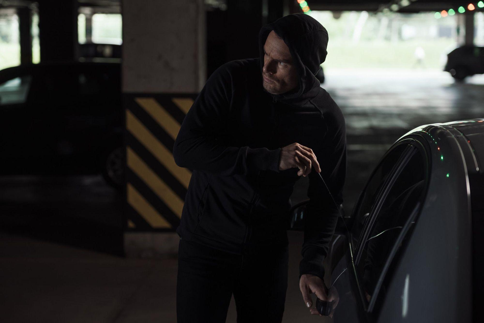 ¿Mi seguro de auto en Fort Worth cubre mis pertenencias que fueron robadas?