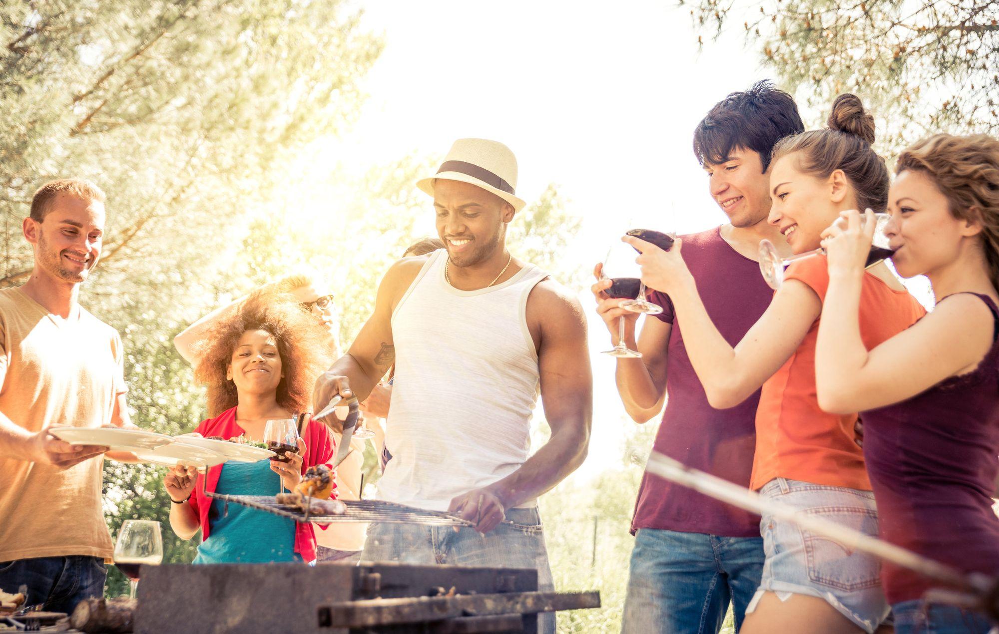Responsabilidades de los anfitriones cuando sirven alcohol en su fiesta