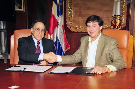 CDEEE firma memorando para la construcción de un gasoducto