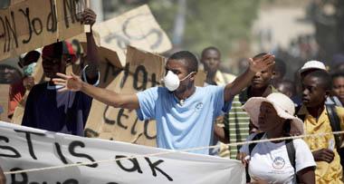 Decenas de haitianos se manifiestan en contra de la Minustah