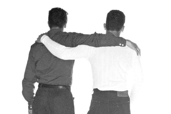 Diario ugandés publica fotos de gays y pide que los