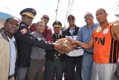 Jefe PN y Ministro Deportes encabezan encuentro en Loma de Chivo