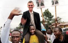 Primer candidato blanco a las elecciones de Uganda, tras los pasos de Obama