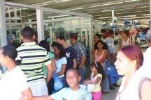 Se activa el comercio en la avenida Duarte