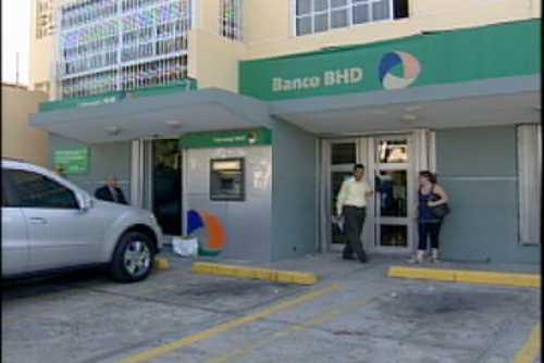 Dos guardianes resultan heridos al frustrar atraco en Banco BHD