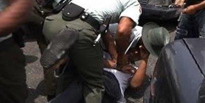 Agentes de AMET golpean chofer por no obedecer orden de pare