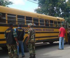 Apresan y deportan cientos de haitianos indocumentados en Dajabon
