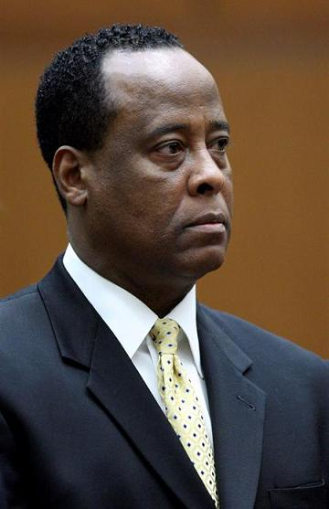 Inician proceso para determinar si médico será juzgado por muerte de Michael Jackson