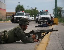 Cuatro presuntos sicarios mueren en tiroteo con marinos en norte de México