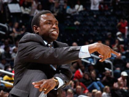 NBA multa al entrenador de los Nets por discutir con un árbitro