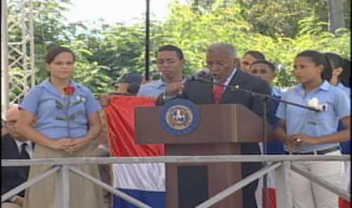 Con la presencia de LF realizan acto en honor a la bandera