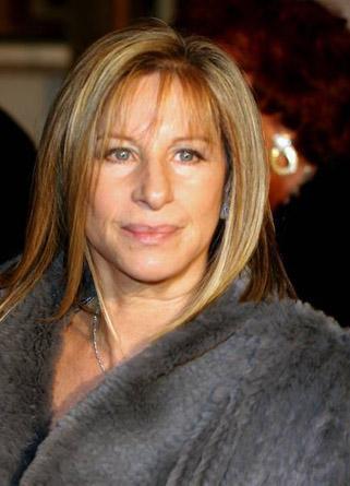 Barbra Streisand recibe el premio de Persona del Año