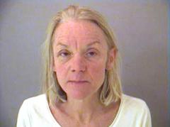 Rehabilitación para mujer que agredió con un juguete sexual a un oficial