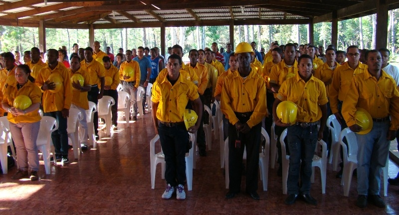 Ministerio de Medio Ambiente gradúa 60 bomberos forestales