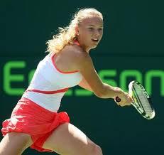 Wozniacki clasifica para semifinales y recupera el número uno