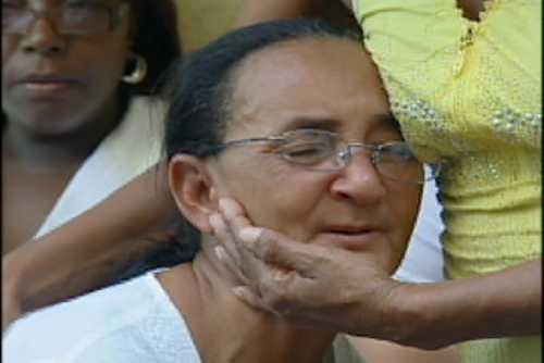 Madre de joven asesinado muere de depresión en el novenario de su hijo