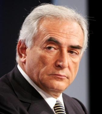 Periodista que acusa a DSK denuncia que Francia lo acoja