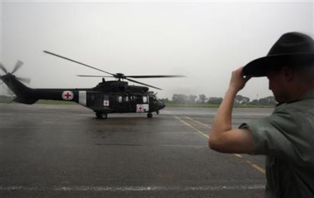 Parte hacia la selva helicóptero que recogerá al primer liberado por las FARC