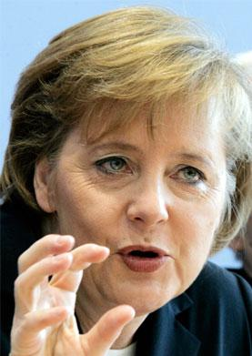 Merkel insiste en un candidato europeo para la sucesión de Strauss-Kahn