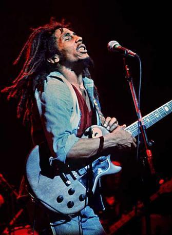 Lenny Kravitz y Jakob Dylan rinden homenaje a Bob Marley, muerto hace 30 años