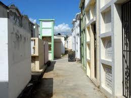 Abandonan dos cadáveres en cementerio de Boca Chica