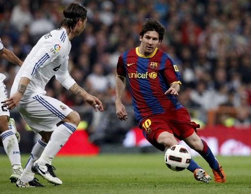 El mejor Sevilla examina a un Real Madrid obligado a levantarse