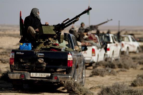 15 Rebeldes muertos en un golpe de mano gadafista en la petrolera Ras Lanuf