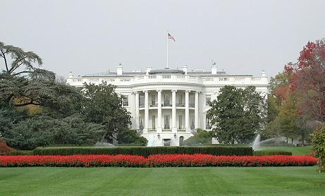 Detienen a un hombre tras saltar valla de la Casa Blanca