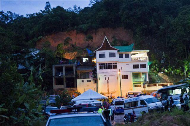 Cinco niño muertos y 10 desaparecidos por avalancha en un orfanato en Malasia