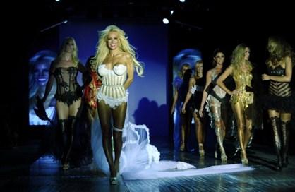La moda, cada vez más atrevida: diosas al desnudo