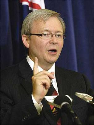 Australia anuncia embargo armas y endurece sanciones contra el régimen sirio