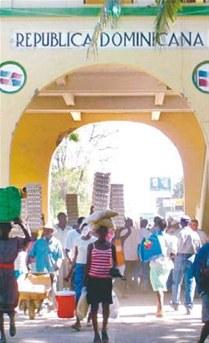 RD entrega alimentos a familias haitianas pobres de la frontera
