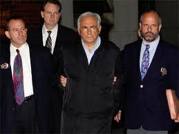 Vigilan en prisión a Strauss-Kahn por temor a que cometa suicidio