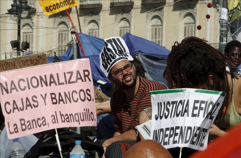 Unos 70 españoles en Chile piden democracia
