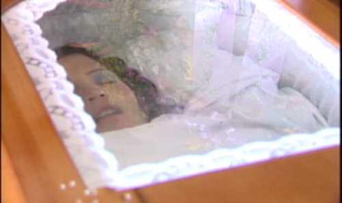 Velan en Los Mameyes restos de joven asesinada en fuego cruzado entre policías y delincuentes