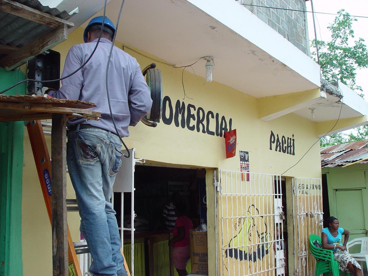 Técnico de Edesur a prisión por realizar conexiones eléctricas ilegales