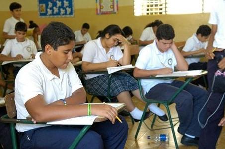 Un total de 166 colegios privados aumentan tarifas, según informe