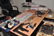 Capturan a dos, les ocupan armas de fuego, celulares y dinero en efectivo